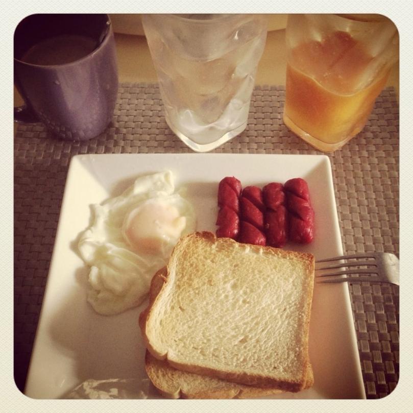 power breakfast.  I know it's a bit of an unhealthy breakfast coz of the hotdogs :-)