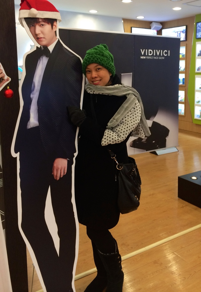 Here's another standee of another famous Korean star in their local tv series.  I know, I have no shame :-P
